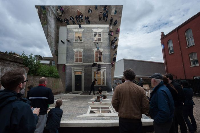 Инсталляция Dalston House, художник Леонардо Эрлих (Leandro Erlich)